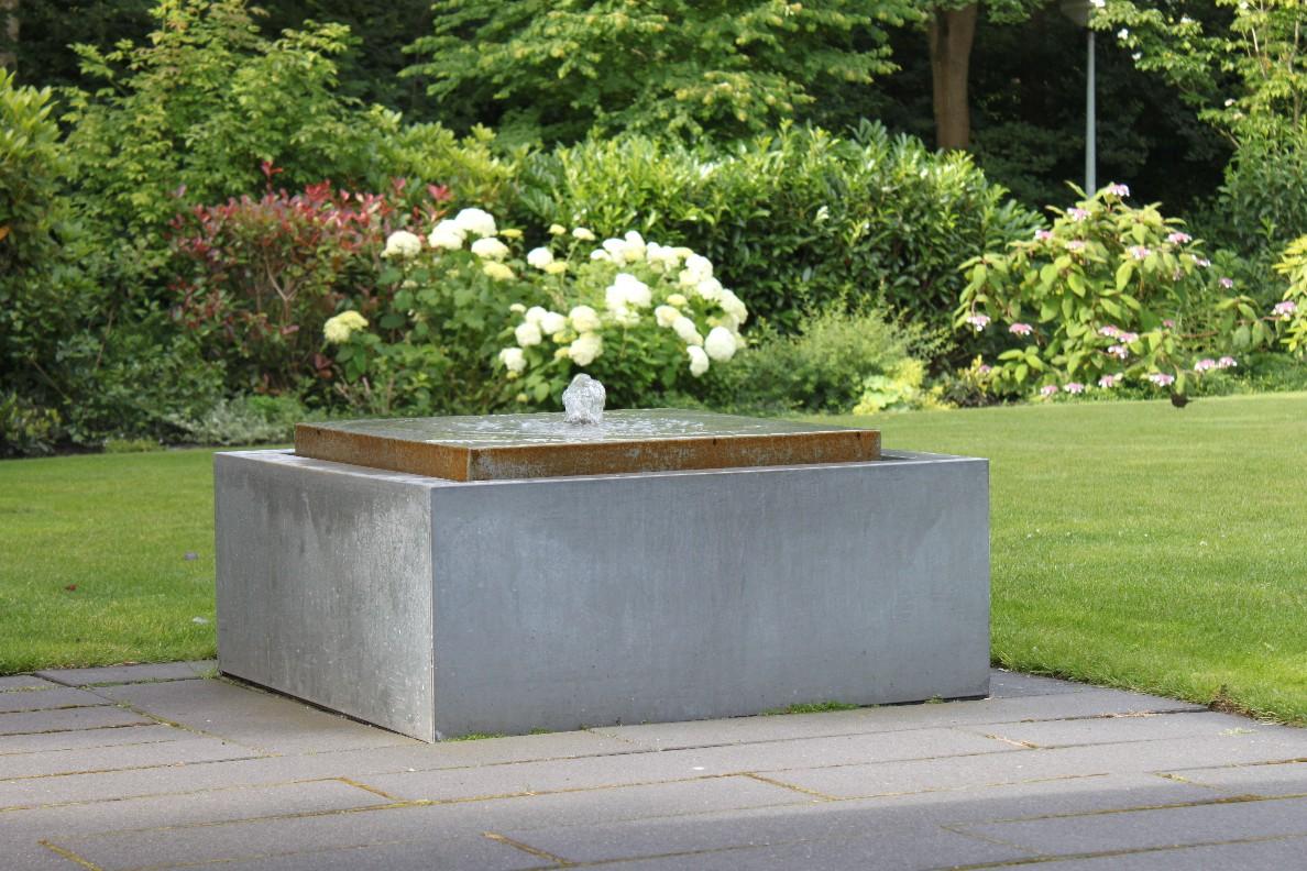 Luxe tuin aan het water kropswolde